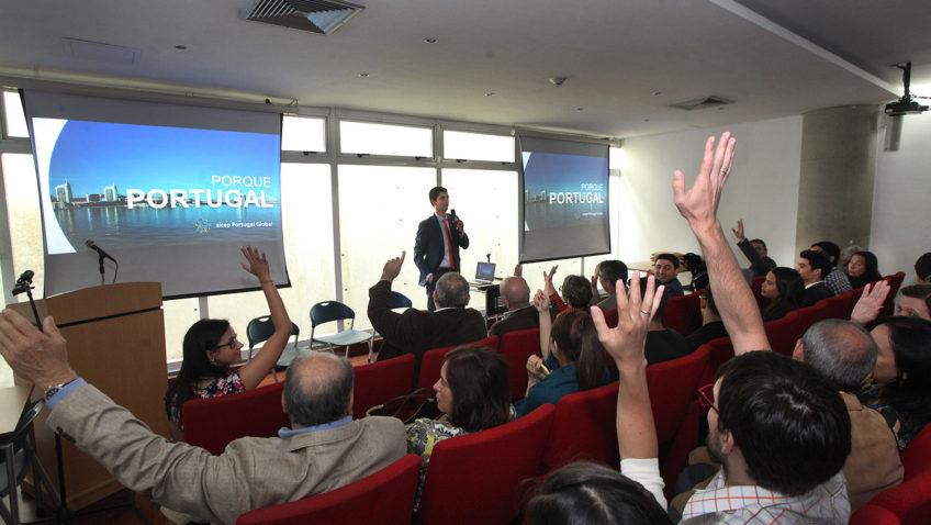 La UCAB llevó a cabo el Conversatorio «Cuando las raíces son alas»